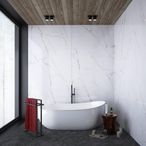 wizualizacja łazienki przedstawiająca wannę, oraz czarny wieszak na ręczniki