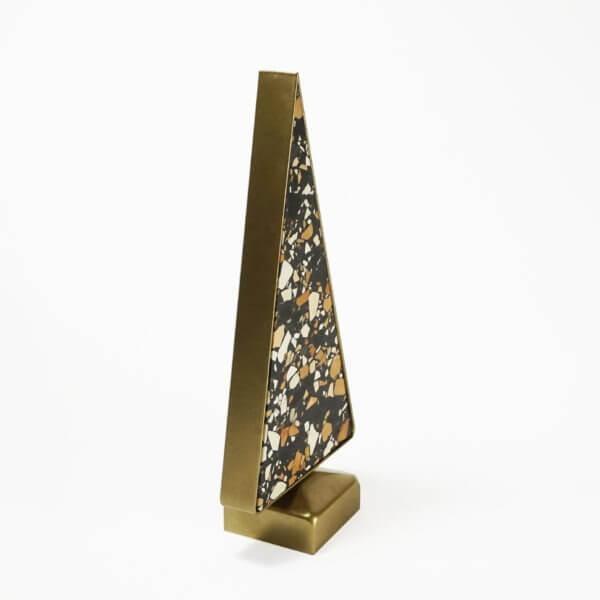 Ozdoba w kształcie choinki wykonana z lastriko i stali malowanej proszkowo
